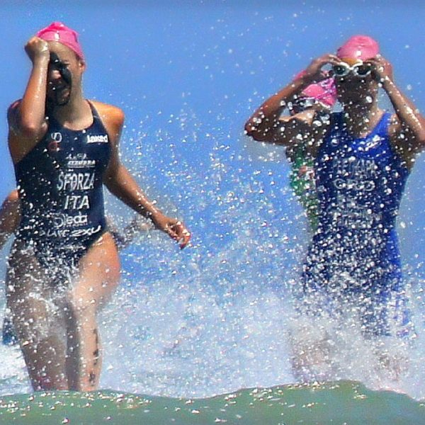 swimmers-984740_1280